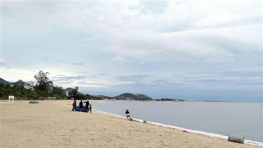 Tắm biển ở Mũi Né đôi nam nữ bị sóng cuốn tử vong
