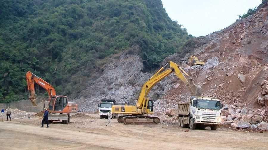 Chuẩn bị khoan hầm xuyên núi đá dự án đường bao biển Hạ Long - Cẩm Phả