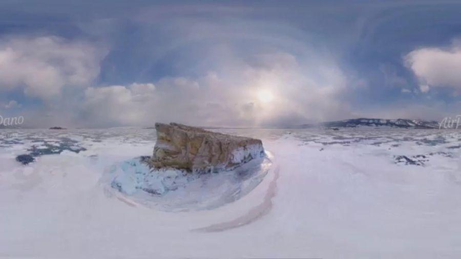 Kỳ lạ những tảng đá nặng nổi trên mặt hồ Baikal