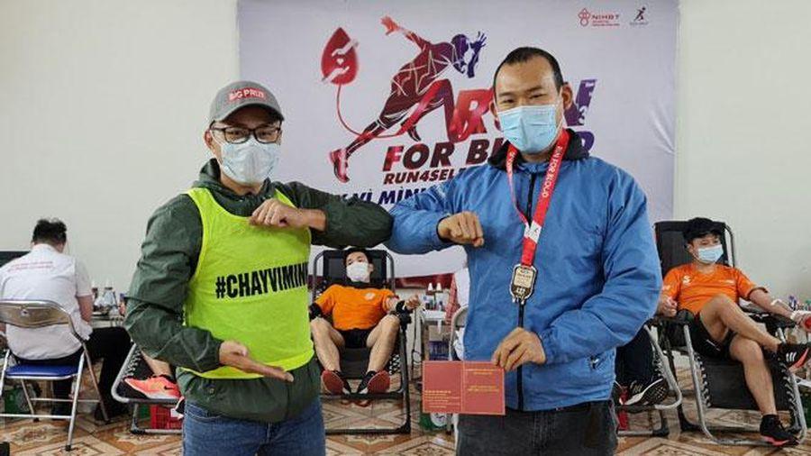 Gần 400 người chạy bộ và hiến máu ở Hà Nội