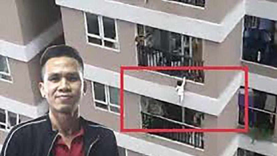 'Shipper' cứu cháu bé rơi từ tầng 12 được Chủ tịch Hà Nội tặng Bằng khen đột xuất