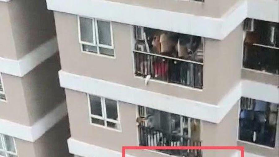 Cảnh báo về các vụ tai nạn thương tâm do trẻ nhỏ rơi từ nhà cao tầng, chung cư