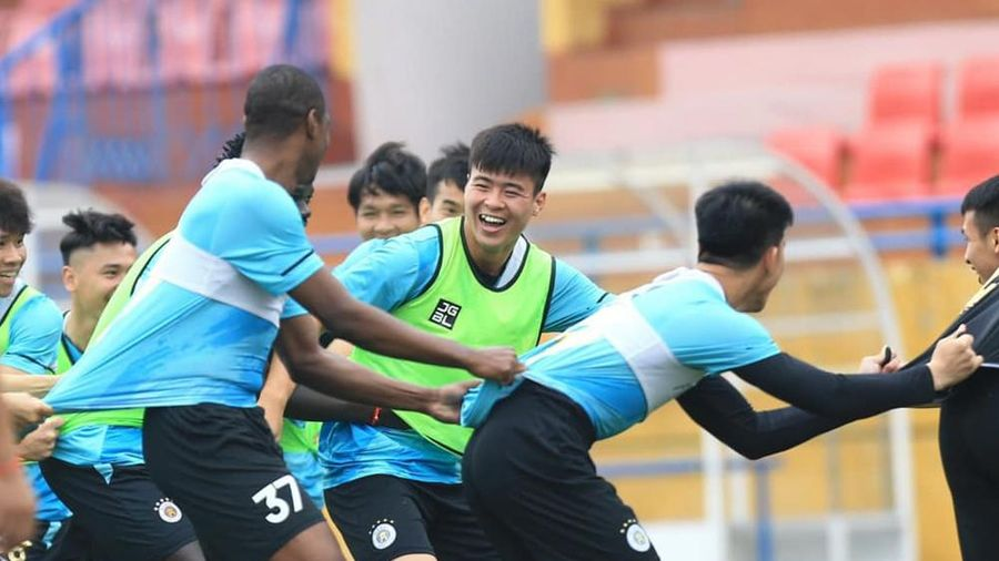 Trung vệ Đỗ Duy Mạnh bày tỏ sự ngưỡng mộ với 'người hùng' Nguyễn Ngọc Mạnh
