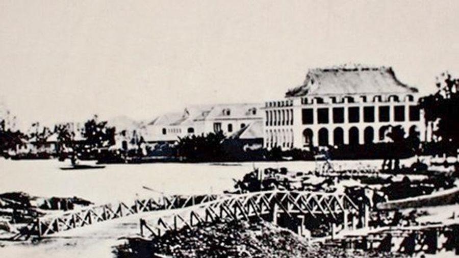 Giới thiệu sách, thi sáng tác tranh cổ động kỷ niệm 110 năm Ngày Bác Hồ ra đi tìm đường cứu nước