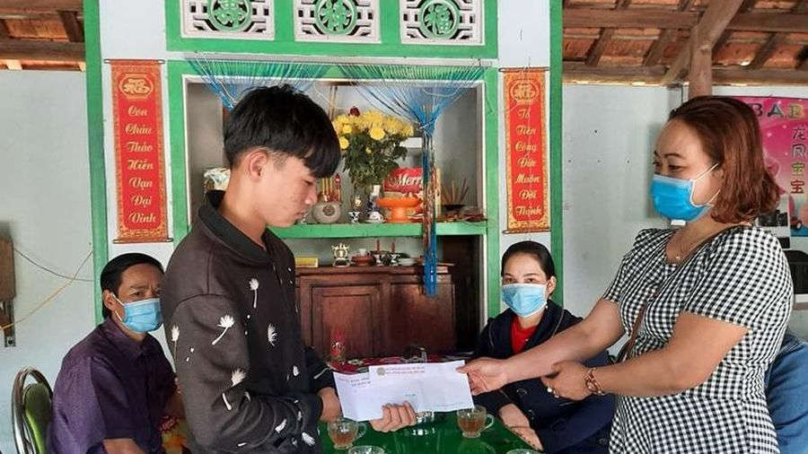 Thanh niên Quảng Nam hăng hái nhập ngũ