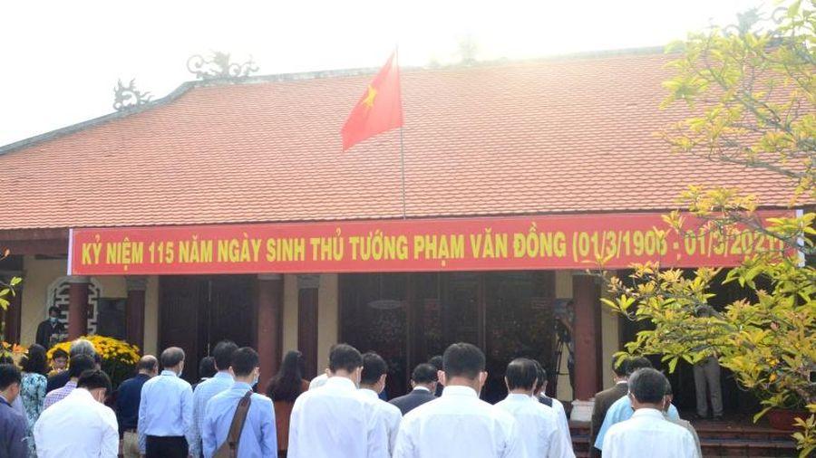 Dâng hương kỷ niệm 115 năm Ngày sinh Thủ tướng Phạm Văn Đồng
