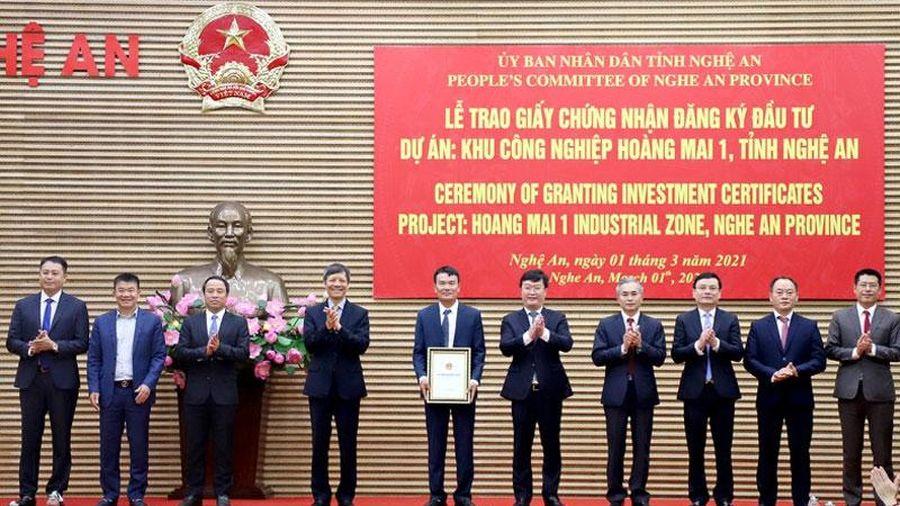 Trao giấy chứng nhận đăng ký đầu tư Dự án KCN Hoàng Mai 1