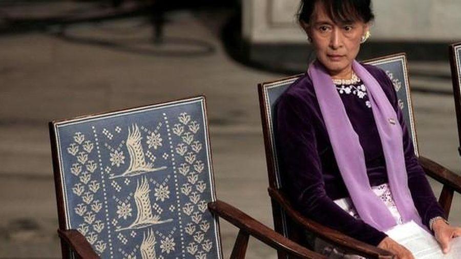 Bà Aung San Suu Kyi ra tòa, lãnh thêm tội mới