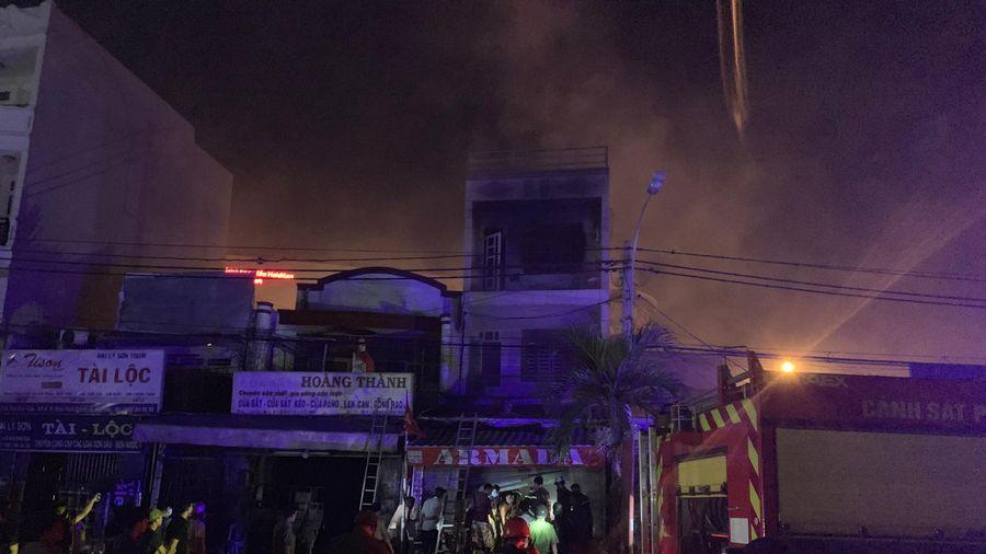 Cháy căn nhà 3 tầng ở TP Thủ Đức, nhiều người hoảng sợ