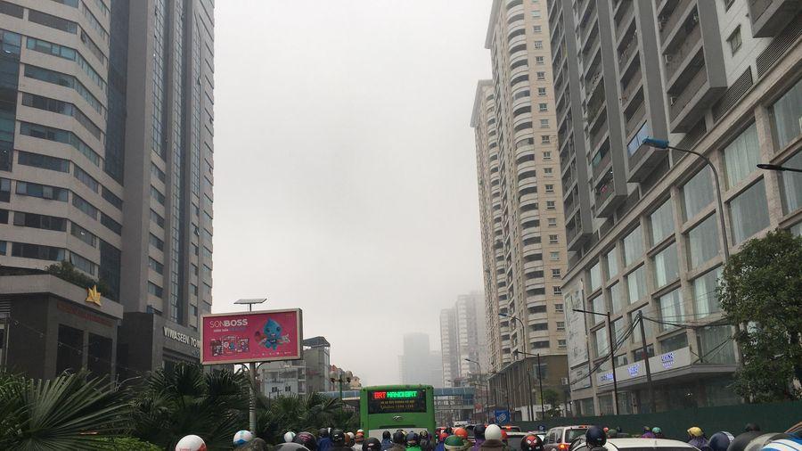 Hà Nội mịt mờ sương khói vì không khí lạnh