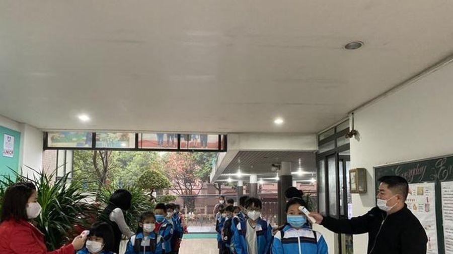 Học sinh Bắc Ninh thực hiện nghiêm an toàn phòng dịch ngày đầu đến trường