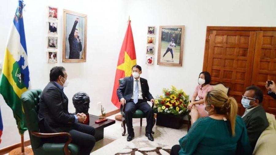 Đại sứ quán Việt Nam tại Venezuela thăm và làm việc tại bang Gúarico