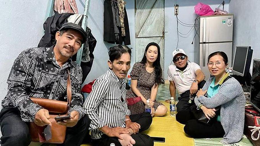 Trịnh Kim Chi đưa nghệ sĩ Thương Tín về phòng trọ