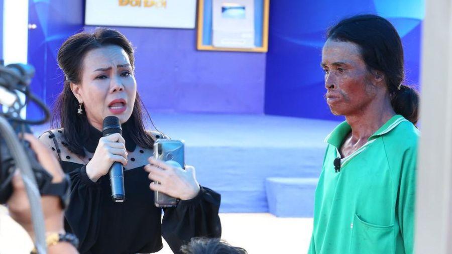 Việt Hương bật khóc khi chàng trai từng cố tự tử xin lỗi mẹ ruột