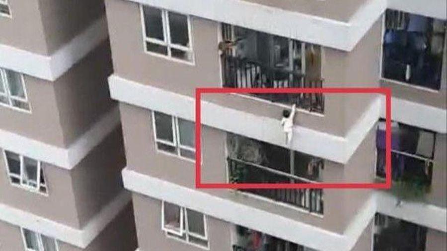 Bé gái rơi từ tầng 12 chung cư bị trật khớp háng