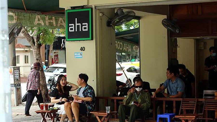 Hà Nội: Quán cà phê được mở cửa trở lại, trà đá vỉa hè vẫn đóng