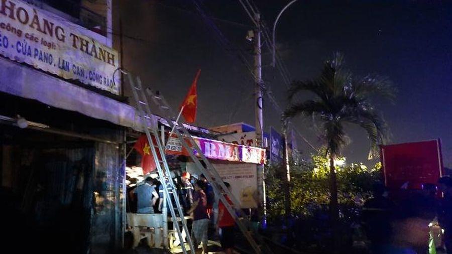Cháy nhà lúc nửa đêm, người dân đập cửa giải cứu 2 sinh viên