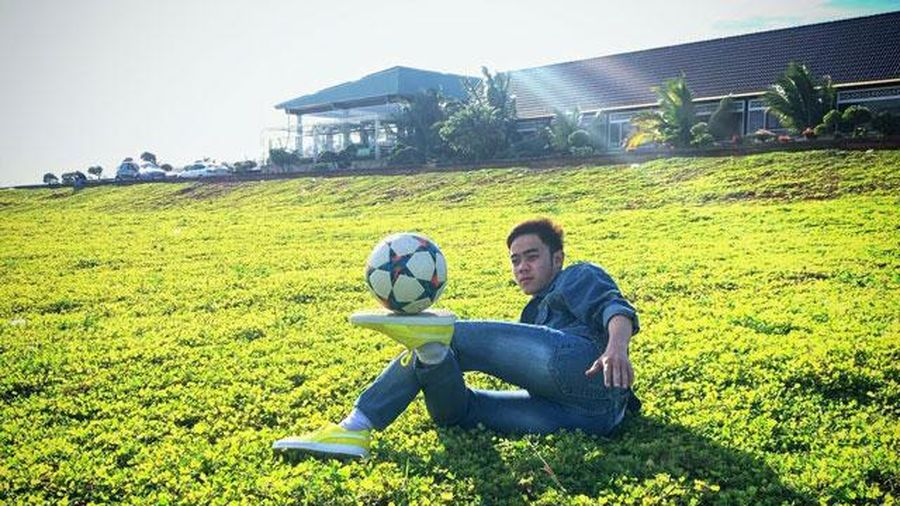 Chàng trai phố núi và niềm đam mê bất tận với bóng đá nghệ thuật