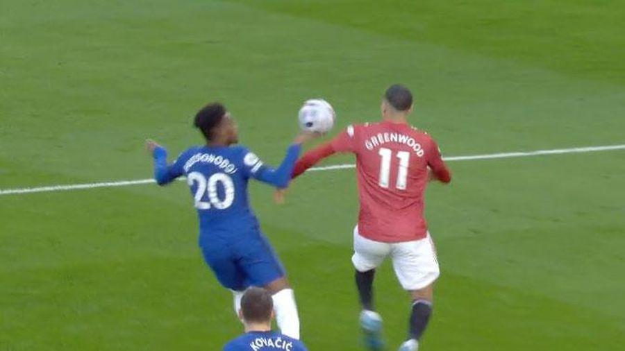 MU bị tước quả penalty rõ ràng trước Chelsea?