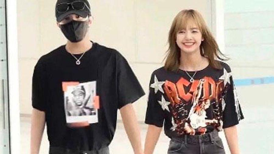 Weibo rầm rộ loạt ảnh Lisa (BLACKPINK) tay nắm tay, má kề má cực kỳ tình cảm với Thái Từ Khôn
