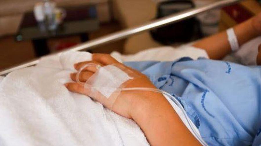 Người đàn ông đột ngột phát hiện ung thư phổi, bác sĩ nhắc nhở: 4 dấu hiệu này trên tay nghĩa là ung thư đã đến giai đoạn giữa và cuối