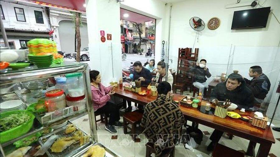 Hà Nội: Nhà hàng ăn, cà phê trong nhà được hoạt động trở lại từ 0 giờ ngày 2/3