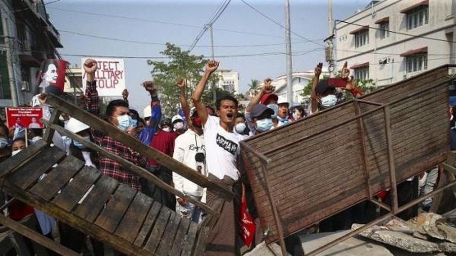 Sau ngày biểu tình đẫm máu nhất, loạt ngân hàng Myanmar đóng cửa