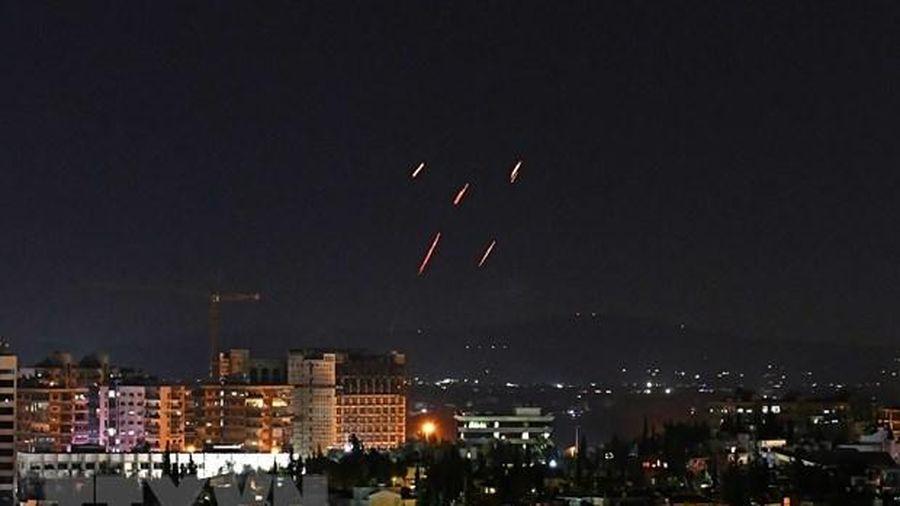Syria hạ nhiều tên lửa bắn về phía thủ đô Damascus