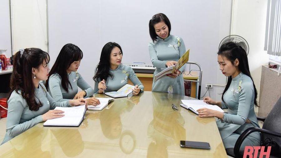 Nữ cán bộ, viên chức Trung tâm Văn hóa tỉnh hưởng ứng tuần lễ áo dài