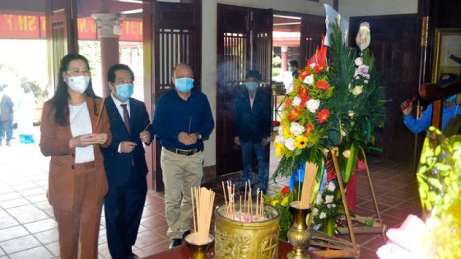 Quảng Ngãi: Dâng hương kỷ niệm 115 năm Ngày sinh Thủ tướng Phạm Văn Đồng
