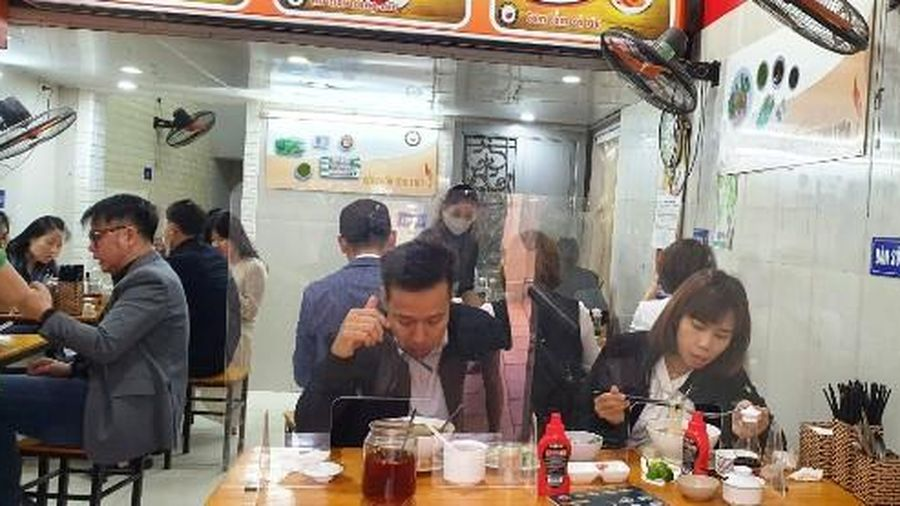 Hà Nội: Cafe, hàng quán trong nhà được mở cửa lại từ 2/3 nhưng phải đảm bảo giãn cách