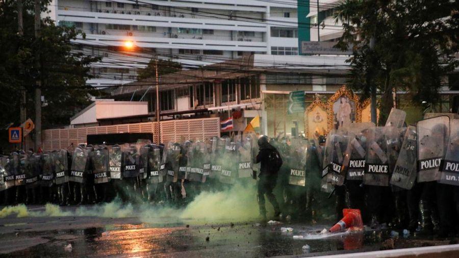Biểu tình kèm bạo lực xảy ra ở Thái Lan