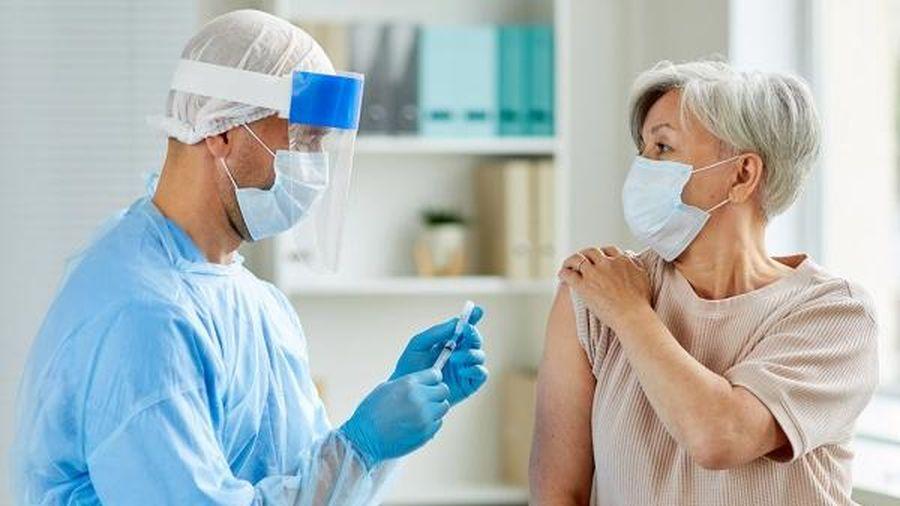 Cách thức các nước khuyến khích người dân đi tiêm chủng vaccine COVID-19