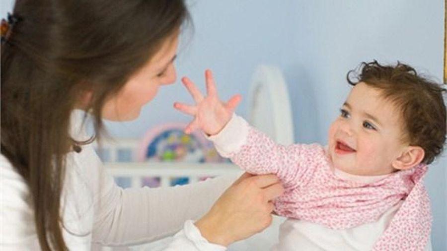 Mẹo hay phòng bệnh đúng cách cho trẻ khi mưa lạnh, độ ẩm cao