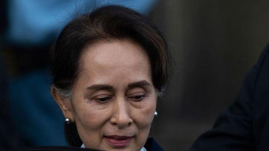 Bà Suu Kyi hầu tòa qua video, chịu thêm 2 cáo buộc