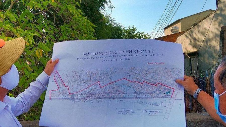 'Tam trụ' Bình Thuận thị sát xóm nghèo ven sông Cà Ty