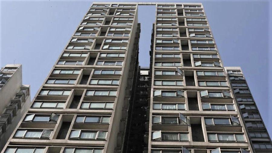 Bé trai tử vong khi rơi từ tầng 15 chung cư ở Hong Kong