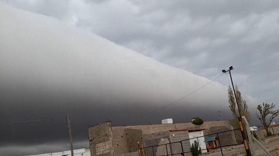 Đám mây khổng lồ giăng ngang trên bầu trời