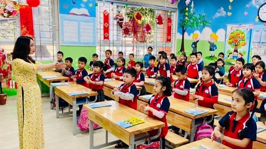 Chùm ảnh: Học sinh quận Thanh Xuân trở lại trường