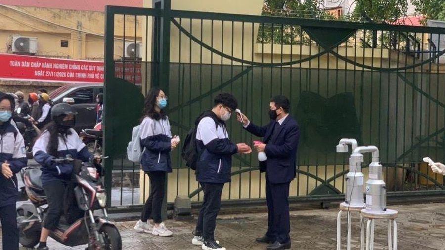 Học sinh Hà Nội trở lại trường, thực hiện nghiêm các quy định phòng, chống dịch
