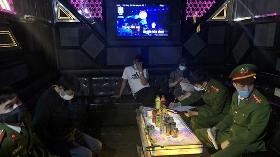 Phạt 25 triệu đồng chủ quán karaoke Olala mở cửa cho khách bất chấp lệnh cấm