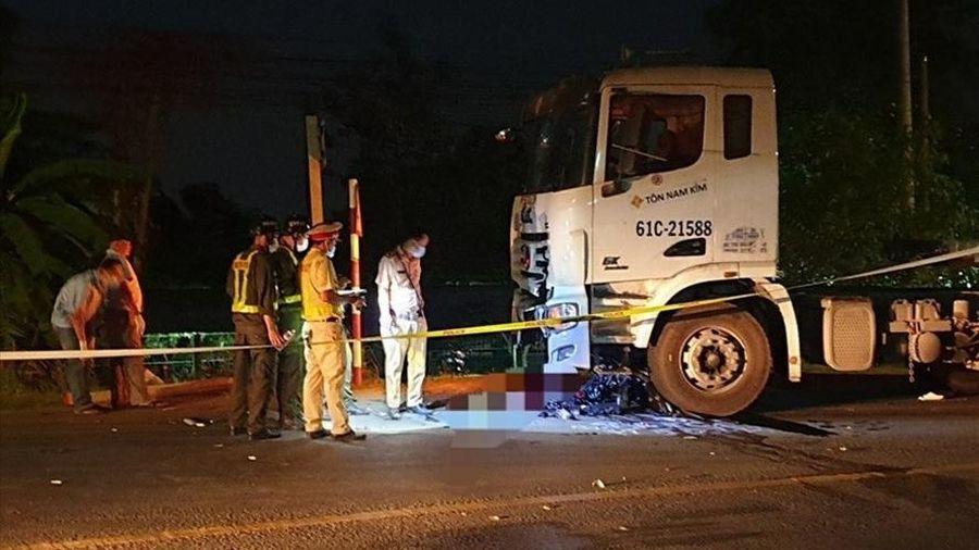 Tông trực diện xe đầu kéo, 2 thanh niên đi xe máy tử vong