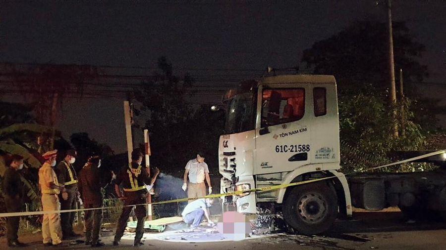 Đi vào đường ngược chiều rồi lao vào xe container, hai anh em tử vong tại chỗ