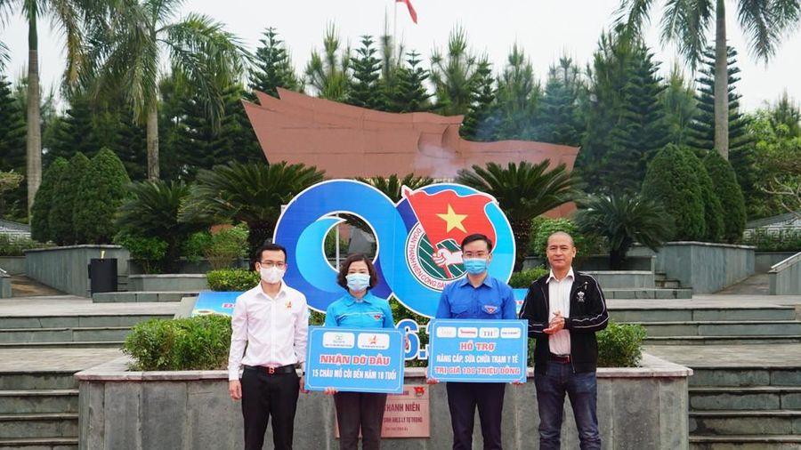 Trao 100 triệu giúp dân Hà Tĩnh sửa chữa trạm y tế sau lũ