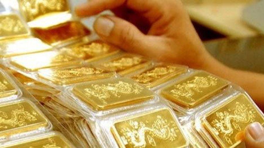 Giá vàng trong nước và thế giới cùng giảm mạnh: Chuyên gia dự báo điều trái ngược