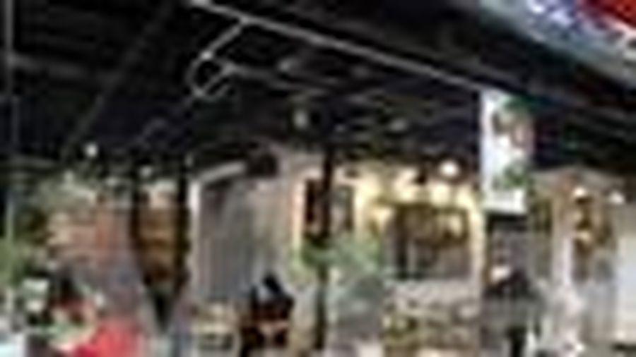 Hà Nội: Hàng quán, càphê 'trở lại' sau thời gian đóng cửa vì dịch bệnh