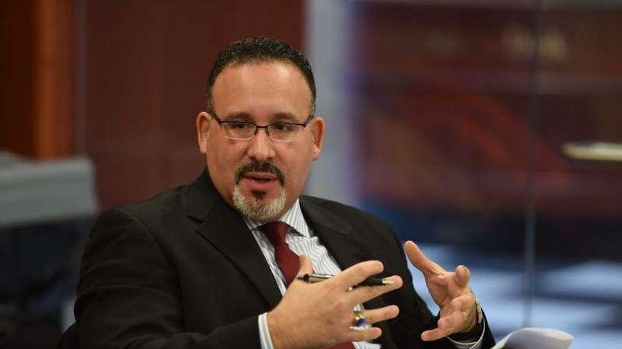 Ông Miguel Cardona đã trở thành tân Bộ trưởng Giáo dục Mỹ