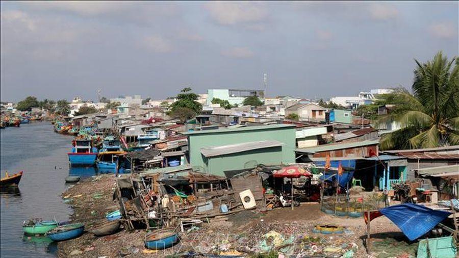 Xây dựng kè phòng chống lũ lụt sông Cà Ty