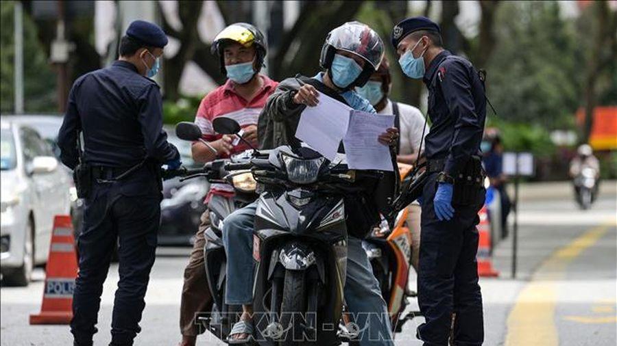 Malaysia dỡ bỏ Lệnh kiểm soát dịch chuyển