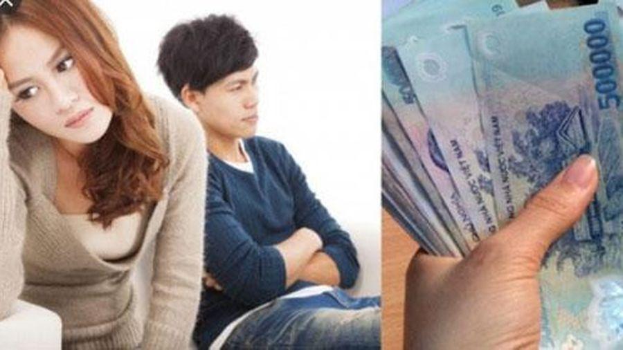 Vợ rút 500 nghìn mua quần áo mới cho con, chồng chì chiết vì tiêu hoang